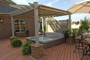 Vinyl pergola in adobe, white or tan