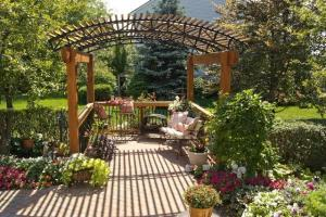 Aluminum powder coated trusses on pergola
