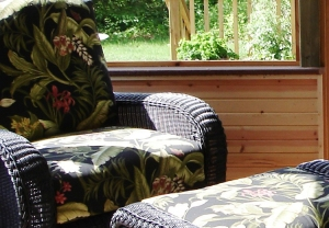 Knotty_pine_24_in_kneewall_Columbus_screen_porch_builde