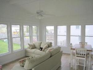 Four_Season_Sunroom_with_Tile_Floor