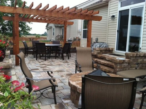 Columbus paver patio and pergola with retaining wall surround