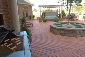 Columbus_large_TimberTech_composite_deck_with_planter_and_hot_tub