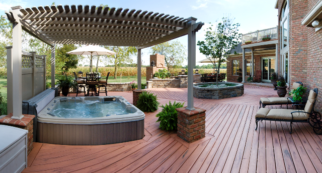 Large_Columbus_deck_with_hot_tub_pergola_and_planter