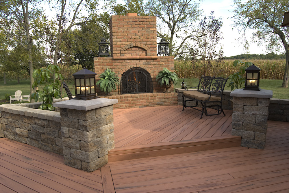 Mutil level outdoor living structures columbus columbus for Beautiful garden decking