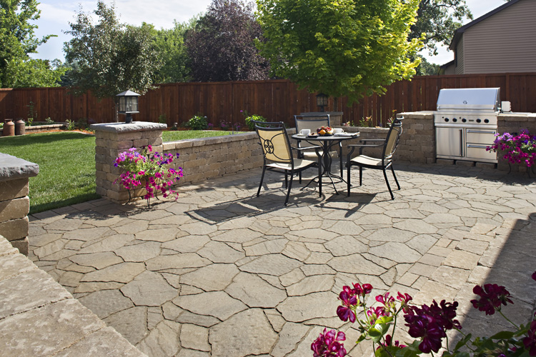 Columbus Paver Patio With Retaining Wall Outdoor Kitchen