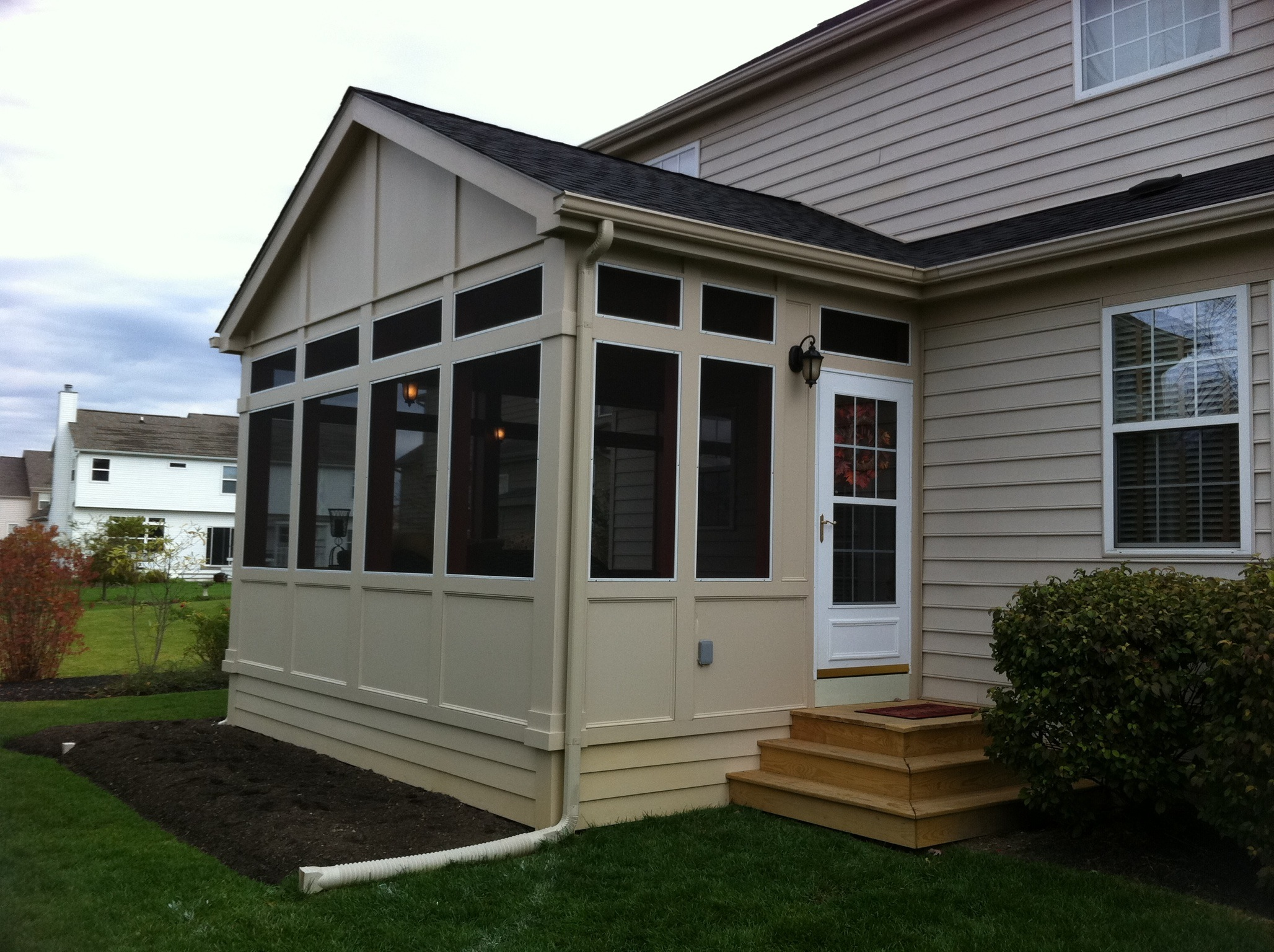 Choosing the right exterior finish for your columbus for Houses with screened in porches