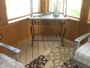 Rustic kneewall on Columbus screen porch