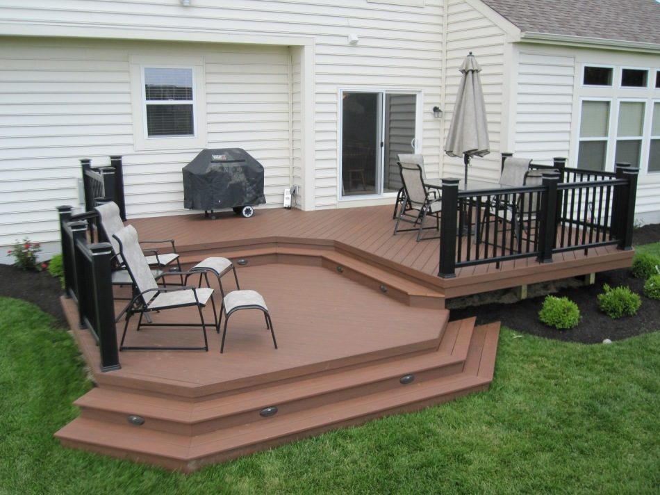 Timbertech xlm rustic bark with timbertech radiance rail for Rustic porches and decks