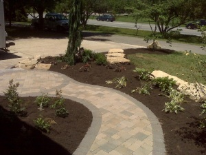Columbus hardscape with paver path