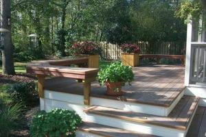 On this deck, the benches are bookmarked with planter boxes. These benches create a natural barrier.