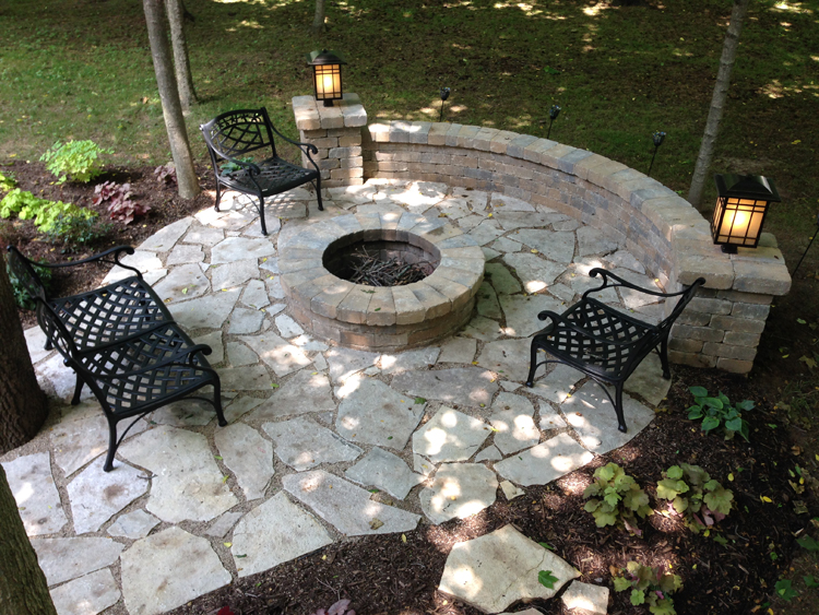 Dublin OH flagstone patio with half moon retaining wall