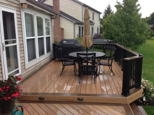 This TimberTech deck utilizes an alternate color for the border, steps, and the rail cap. Make your custom deck look truly custom!