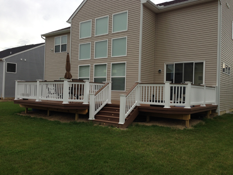 This large TimberTech deck in the color brown oak fits perfectly with the rear facade of this Marysville home