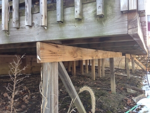 This poorly made deck utilizes a 2x4 as a beam and insufficient screws instead of bolts.
