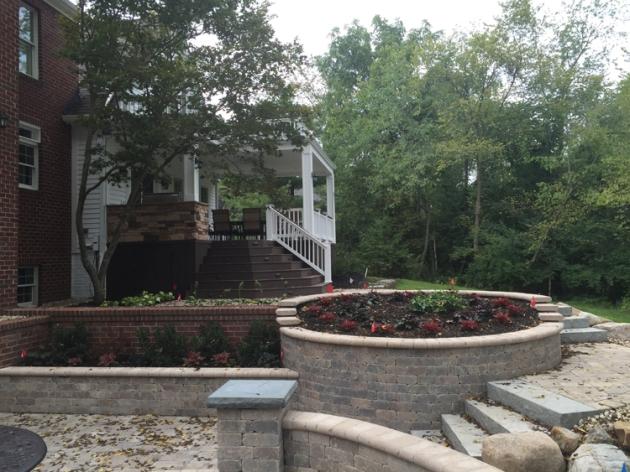 Columbus Powell open porch and multi-level patio lr